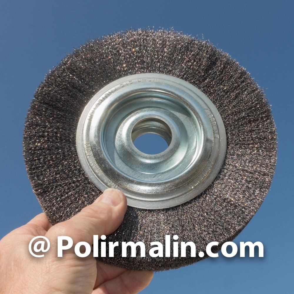 Decapage roue 150x13mm. sur tige de 8mm. www.polirmalin.com spécialiste du polissage, de l'ébavurage et du brossage